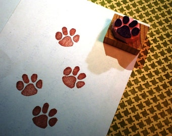 Paw rubber stamp // dog tubber stamp// cat tubber stamp//hand carved rubber stamp