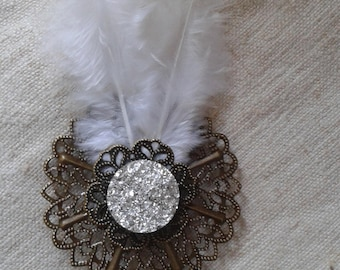 """brooch """"cabochon and white feathers"""""""