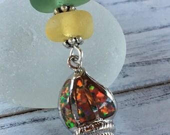 Seeglas in herbstlichen Farben von goldgelb und Waldgrün mit Sterling Silber, Feuer Opal Muschelanhänger