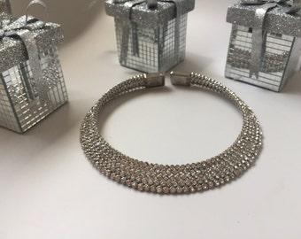 Round statement necklace