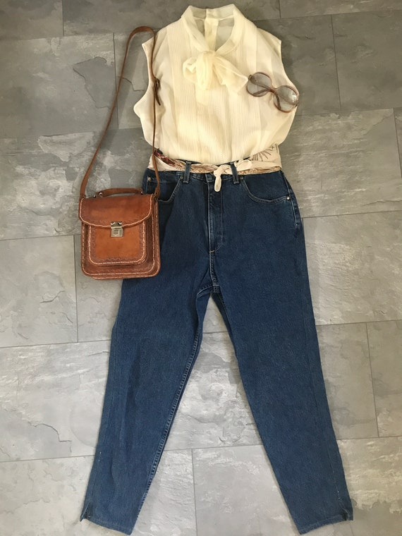 Vintage sleeveless top | Vintage sixties top |  Offwhite vintage blouse | Vintage blouse with bow | Sixties top | Sleeveless blouse