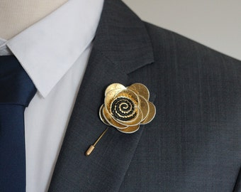 Mens gold lapel flower pin, gold boutonniere, daisy lapel boutonniere, gold wedding boutonniere