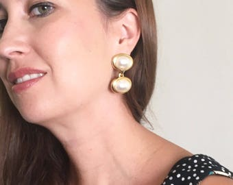 Vintage Gold and Pearl Drop Earrings / Minimalist Earrings / Pierced Earrings / Costume Jewlery