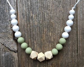 FirstTrails Heather Teething Necklace Sage White