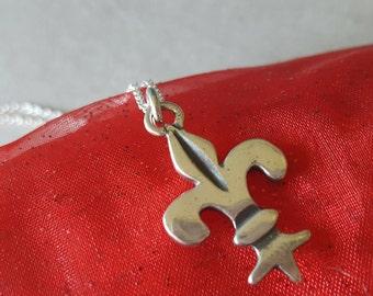 Sterling Silver Vintage Fleur de lis Necklace (st - 1870)