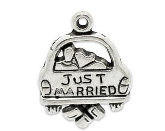 10 Just Married Car Wedding Antique Silver Charms 16mm x 20mm (808)