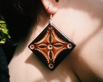Leather earrings handmade in Italy. Pendants, hand carved.