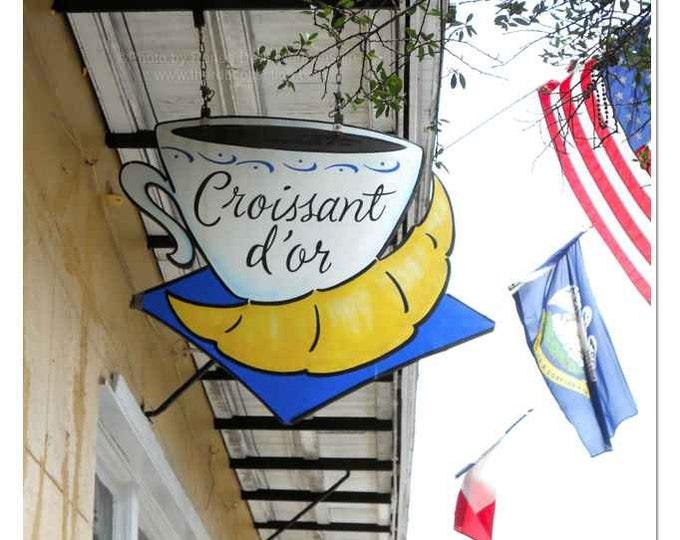 Croissant d'Or Photograph