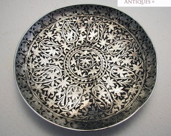 Beautiful Antique (c1890) KASHMIRI Indian Colonial era Solid Silver NIELLO Pin Dish/Tray. 19th-century