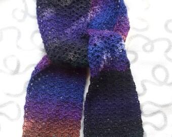 Handmade crochet Isar scarf made of variegated yarn