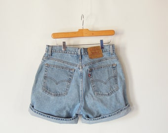 """Levi's Denim Shorts Women's Size 13 with 32"""" waist 42"""" hips 550 relaxed fit 1990's high waist/rise mom Jeans Style Levi's jean shorts"""