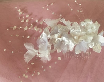 """Floral spray with """"shooting"""" delicate pearls, mounted on a hair comb"""