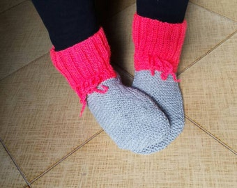 Scarpe da notte ai ferri, calze da notte, knit, christmas, natale, lana, acrilico, socks, color, fucsia, red, rosso, grigio, grey, mix color