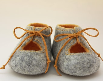 Felted baby shoes, Gray and yellow baby booties with leather laces, Baby photo prop, Newborn baby, Pram shoes, Unisex, For spring