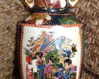 Vase porcelain vintage