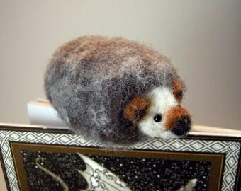 Felted hedgehog bookmark/needle felted hedgehog/hedgehog bookworm bookmark gift/bibliophile bookmark/miniature hedgehog bookmark/hedgie