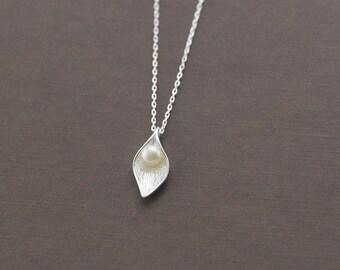 sterling silver leaf necklace, leaf pendant, freshwater pearl necklace, pearl pendant, nature necklace, nature pendant, pearl in leaf