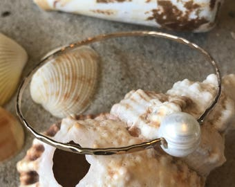 Soldered hammered 14kt gold filled bangle white fresh water pearl