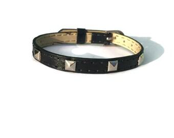 Sangle de Vegan Leather Bracelet bracelet - goujons de pyramide argent - 8mm noir - réglable