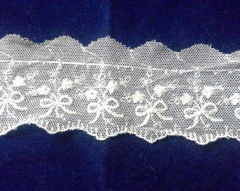 Ivory vintage style cotton lace trim