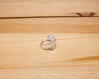 Sterling Silver Toe Ring - Summer Outdoors, hammered swirl toe ring swirly curly pure silver toe ring, handmade wire jewelry