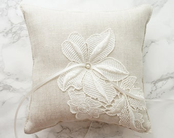 Wedding Ring Pillow / Ring Bearer Pillow / Ring Pillow with Venice Lace / Natural Linen Ring Pillow / Rustic Ring Bearer Pillow with Pearl