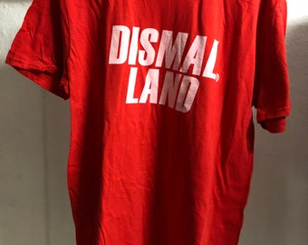 Adult  (Large) - Red : Banksy - Dismaland T-Shirt (1093)