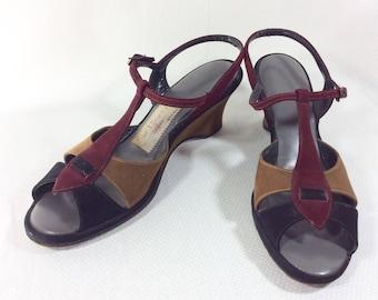 Vintage Suede T-Strap Peep Toe Wedge Sandals in Burgundy/Brown/Black size 7