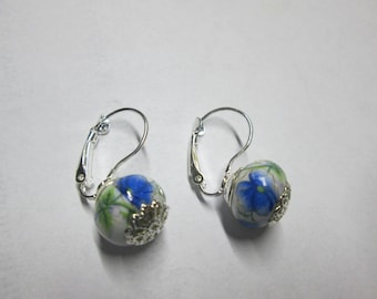 Sleeper earring with a Pearl porcelain inlay of flowers