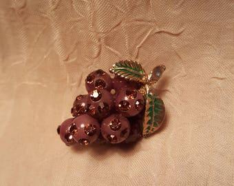 Cute little vintage purple grape pin