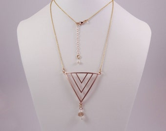 So elegant this pendant necklace in rose gold, Crystal and Pearl.