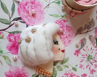 Boudoir Dollface Brooch: Spring in white