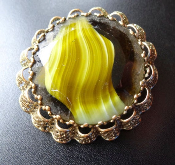 Lovely vintage 1960s Scottish goldtone filigree green yellow  banded  glass brooch