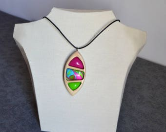 Oval Pendant in the colors fuchsia and Green Apple