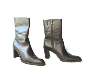 Classy vintage 90s, dark chocolate brown, genuine leather boots with a chunky heel. Made by Spiegel in Italy. Size 8, 8 1/2