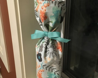 Spring theme lined and reusable wine bag