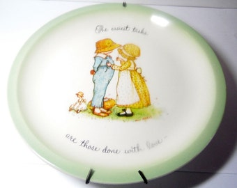 1972 Hollie Hobbie collector plate by American greetings. The easiest tasks are those done with love.