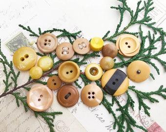 Butterscotch Vintage Buttons - Butterscotch and Yellow Button Lot - Collectible - Vintage Plastic Bakelite Casein Buttons - B168- 18 Buttons