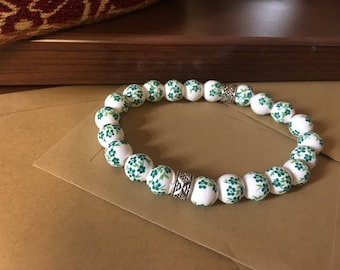 8mm Green Porcelain Flower Beaded Bracelet