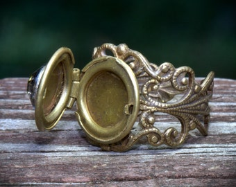 Locket Poison RING. Size 4 to 14. Sturdy & adjustable. On Sale. Great thumb ring. Vintage style. Secret hiding place. Gold also in silver