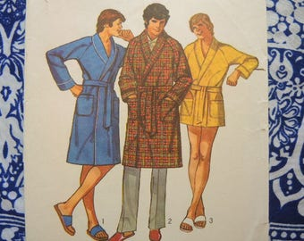 vintage 1970s Simplicity sewing pattern 9637 Mens bathrobe in two lengths size 38-40