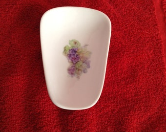 """Ceramic Spoon Rest with Pastel Grapes  5"""" Long and 3 1/2 Inches Wide at Top of Spoon"""