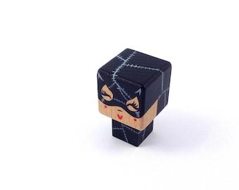 """Magnet  figurine cubique super-héroïne """"Catwoman"""""""