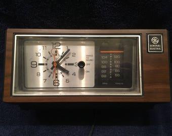 General Electric vintage clock radio model 7-4550C