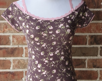 Vintage top blouse off the shoulders tee feminine purple mocha floral blouse tee 1980th ladies hipster blouse top short sleeves tee size XS