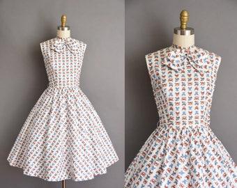 1950s vintage dress. Antique car novelty print 50s cotton full skirt dress