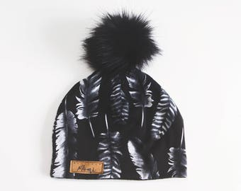 Tuque - Black with feathers