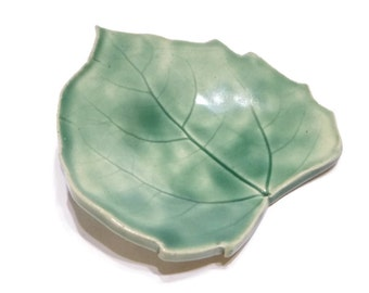 Green Cottonwood Leaf - pottery - forest green - ring dish - spoon rest