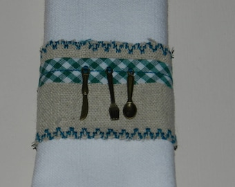 "set of 2 napkin rings ""On A table!"" (green)"