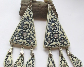 Blue and white vintage earrings with dangles
